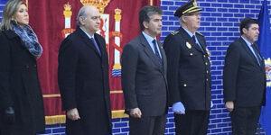 El ministro del Interior presidió el acto de concesión del uso de la Bandera de España a la Jefatura Superior de Policía de Cataluña.