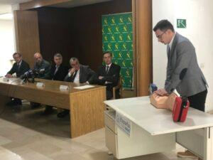 La HAGC cede un desfibrilador a los agentes de la Guardia Civil que actúan en el paso fronterizo entre España y Andorra