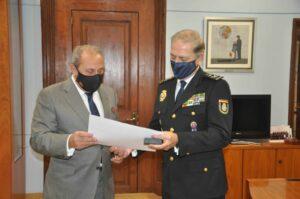 La Fundación otorga la Insignia de Oro de la entidad al jefe superior de Policía de Cataluña, José Antonio Togores
