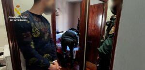 La Guardia Civil detiene a dos personas como presuntos miembros de una red de radicalización en prisión
