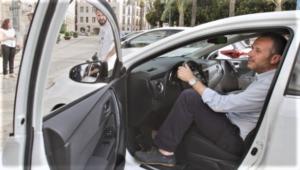 """El consejo de la Guardia Civil para evitar accidentes al salir del coche: algo tan simple como bajarse """"a la holandesa"""""""