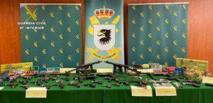 La Guardia Civil desarticula una trama de tráfico y venta ilegal de armas