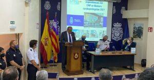 Ocho comisarías de la Policía Nacional de Baleares instalan desfibriladores donados por la FNHGC y España Salud
