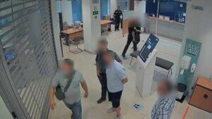 """Un guardia civil fuera de servicio evita que un """"cogotero"""" con un amplio historial delictivo robe en un banco de Almansa"""
